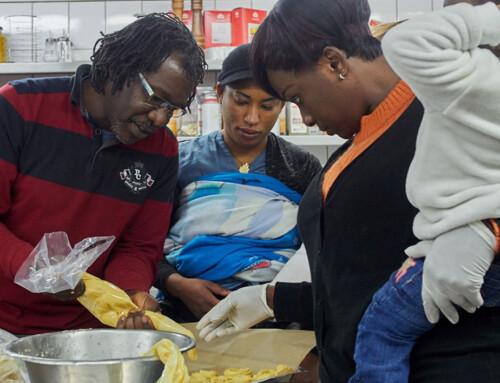 Weihnachtsbäckerei für afrikanische geflüchtete Frauen und Kinder